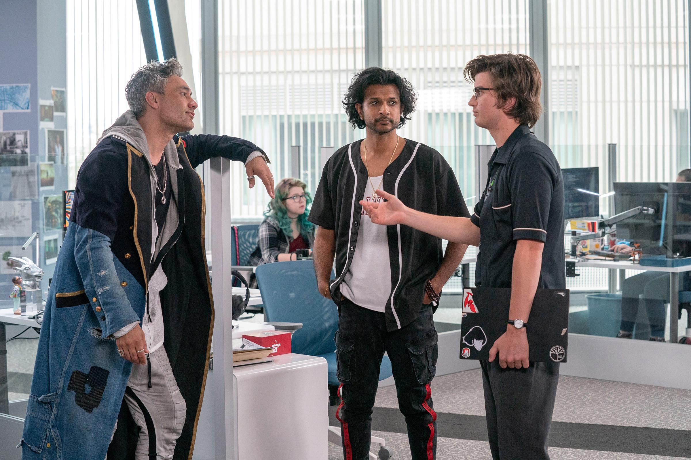 من اليسار: تايكا وايتيتي ، أوتكارش أمبودكار ، جو كيري.