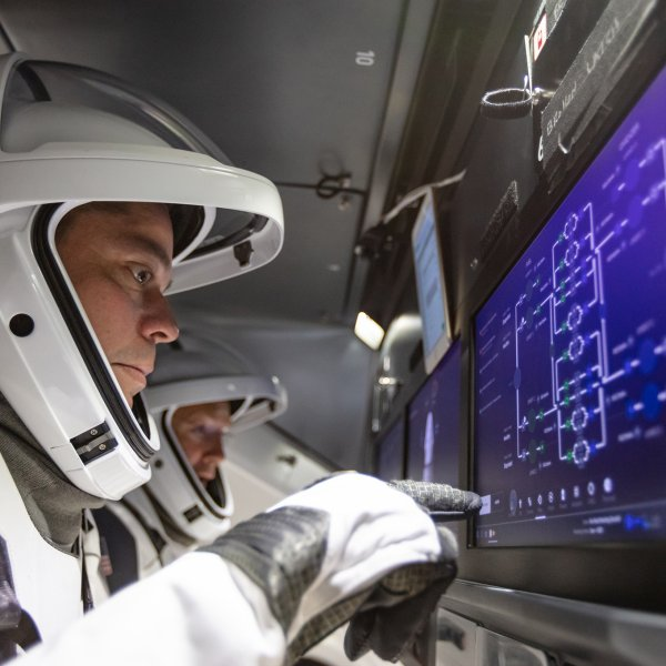NASA astronauts Doug Hurley and Bob Behnken familiarize themselves with the interior of SpaceX's Crew Dragon, Aug. 30, 2018.