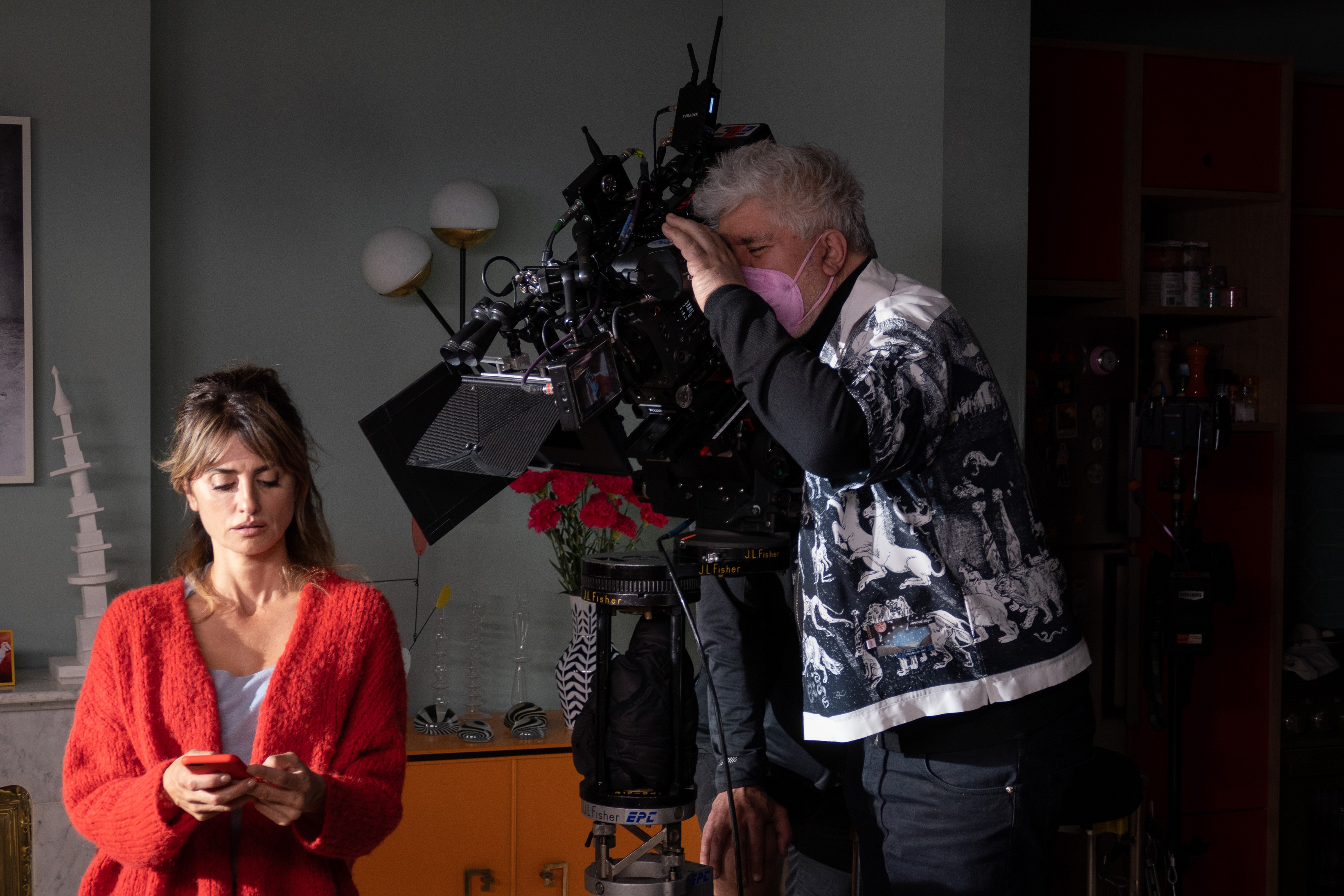 Penélope Cruz and Pedro Almodóvar filming 'Parallel Mothers'