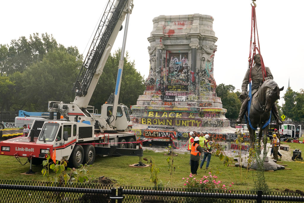 Crews remove a statue of Confederate General Robert E. Lee on Monument Avenue, September 8, 2021 in Richmond, Virginia.