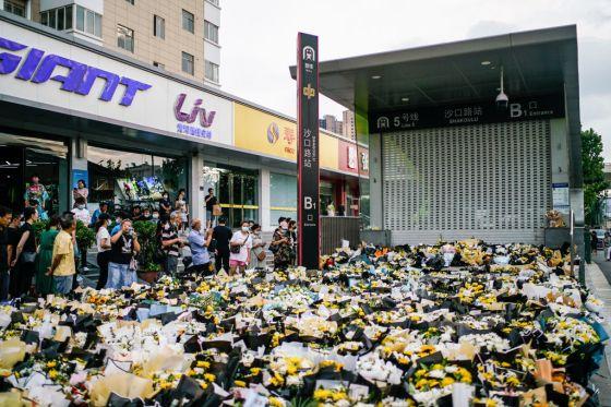 Tributes to victims of subway floods in Zhengzhou, China